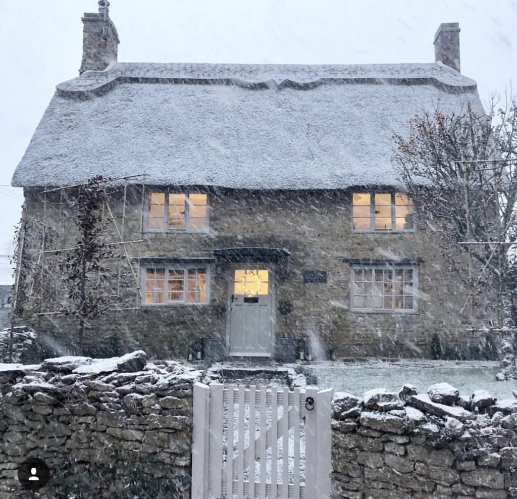 STONE COTTAGE IN THE SNOW